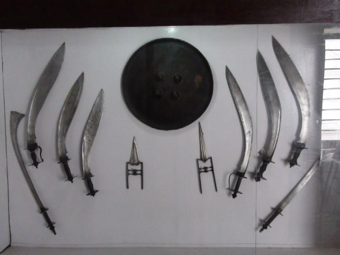 Name:  sword_hilted_kukri.jpg Views: 1147 Size:  57.9 KB